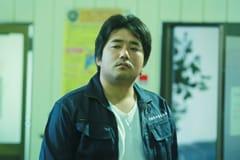 「一人の息子」より、篠原篤演じる三田村清太郎。