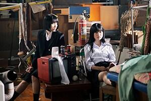 左から松本穂香演じる縁、中田青渚演じる琴子。