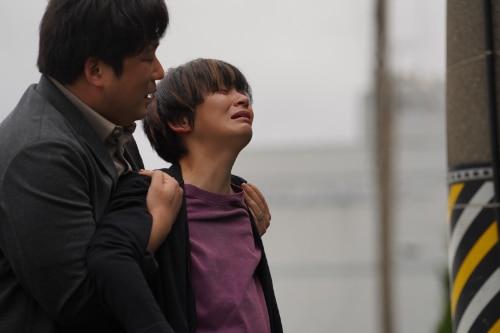 田畑智子演じる松本翔子(右)。