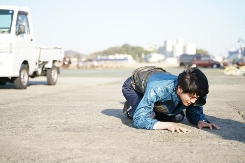 松坂桃李演じる青柳直人。