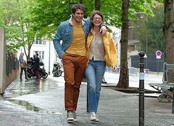「ラブ・セカンド・サイト はじまりは初恋のおわりから」より、ラファエル(左)とオリヴィア(右)。