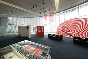 過去の受賞作品展の様子。