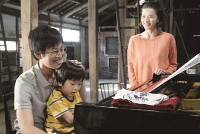 「蜜蜂と遠雷」より、松坂桃李演じる高島明石(左)。