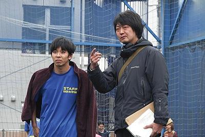 「泣く子はいねぇが」撮影現場の様子。左から仲野太賀、佐藤快磨。