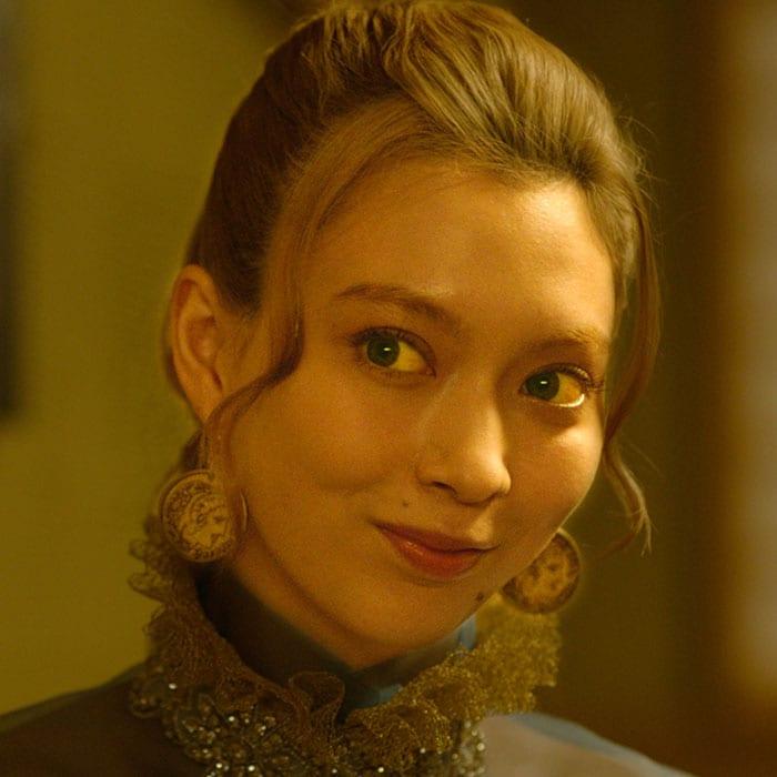 八木アリサ演じるエレオノーラ。