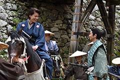 """""""サブロー(小栗旬・左)と、""""恒ちゃん""""こと池田恒興(向井理・右)。"""