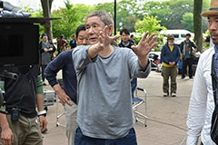 演出する北野武監督。