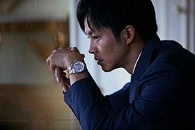 「新聞記者」より松坂桃李演じる杉原。