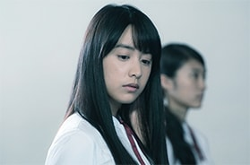 草野敦子(山本美月)