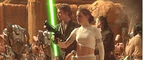 「スター・ウォーズ エピソード2/クローンの攻撃」より。銀河共和国が脅威にさらされる中で、アナキン(左)とパドメ(右)は恋に落ちる。