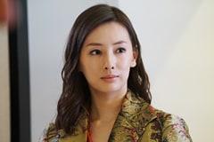 モデル事務所の美人社長・岬マリ。