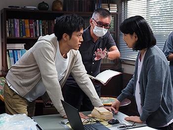 左から松坂桃李、成島出、吉永小百合。