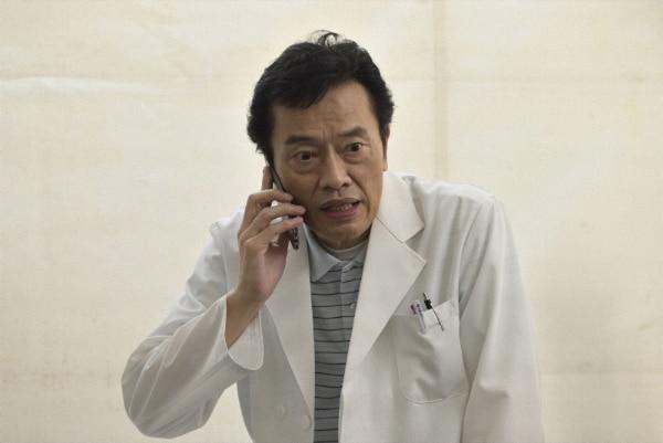 遠藤憲一演じる海老名敬。