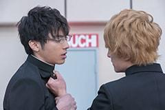 「トモダチゲーム 劇場版」より。左から山田裕貴演じる美笠天智、大倉士門演じる四部誠。
