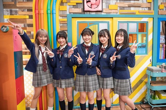 アイドル部メンバー。左から川谷花音、持田優奈、頓知気さきな、日比野芽奈、女鹿椰子。