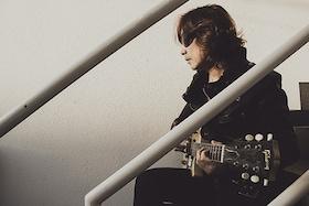 浅井健一が語るソロ名義1年半ぶりのアルバム「Caramel Guerrilla」、新生KILLS、AJICOのこと