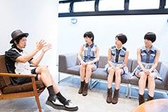 左から上中丈弥(THE イナズマ戦隊 / Vo)、脇あかり(NAH、東京パフォーマンスドール)、高見奈央(NAH、ベイビーレイズJAPAN)、吉木悠佳(NAH、Party Rockets GT)。
