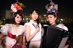 左からもも、松井玲奈、小春。