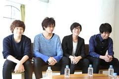左から大野裕司(B)、井川聡(Dr)、粟子真行(Vo, G)、冨山吉孝(G)。