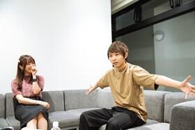 左から菅野結以、須賀健太。