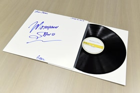 バーニー・グランドマンのサイン入りのテストカット盤。