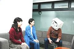 左から川越玲奈(B, Vo / CRUNCH)、堀田倫代(G, Vo / CRUNCH)、サレンダー橋本。