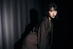 eillが「東京リベンジャーズ」エンディング主題歌「ここで息をして」でメジャーデビュー。彼女の音楽を構成する7つのキーワードとは?