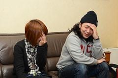 写真左から高橋智恵(Vo, G)、阿部貴之(Dr, Vo)