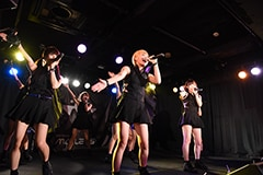"「HIROSHIMA MAPLE★S 2nd LIVE TOUR 2015-2016 ""P(L/R)AYERS""」の様子。"
