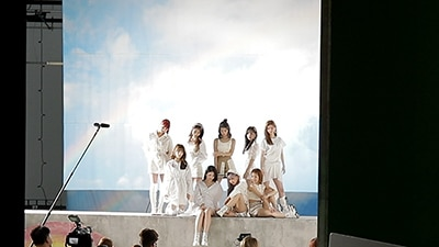 「We NiziU! 〜We Need U!〜」より。©2020 Sony Music Entertainment (Japan) Inc./JYP Entertainment. ©2020 HJ Holdings, Inc.