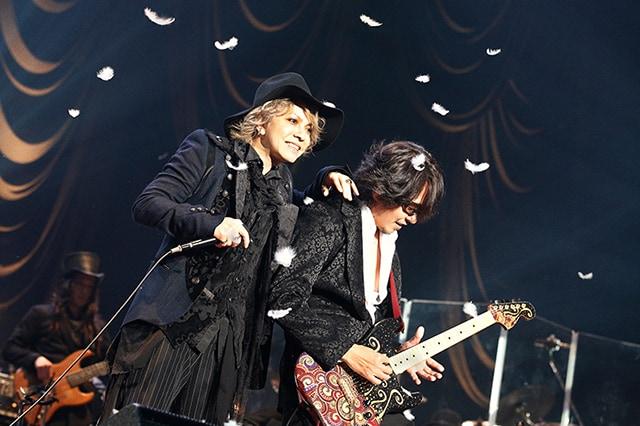 左からHYDE、Ken。(撮影:岡田貴之)
