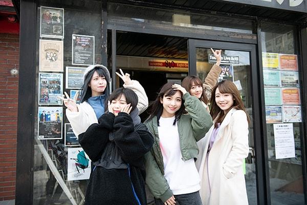 ライブ会場のSUSUKINO 810に到着した神宿一行。