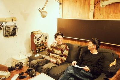 Keishi Tanaka、Kan Sanoによるレコーディング時の様子。