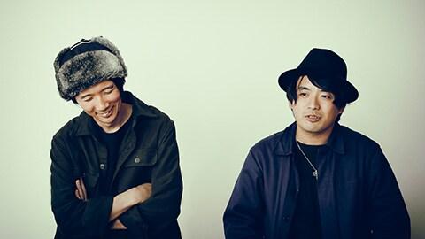 左から楠本構造(G, Syn)、井澤惇(B)。