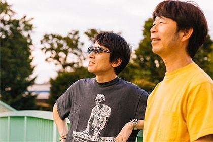 左からYO-KING、桜井秀俊。