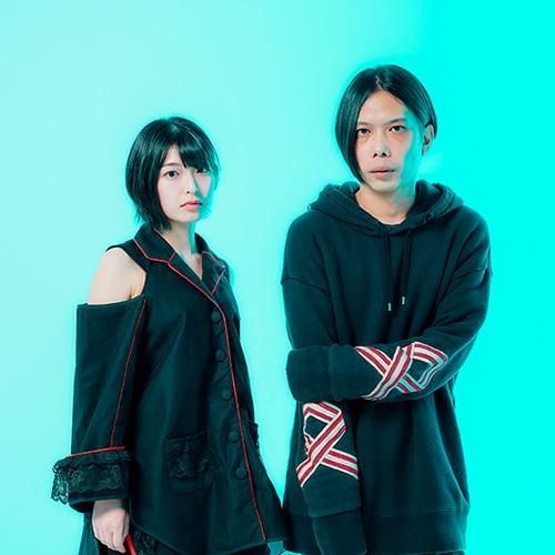 左から矢川葵、サクライケンタ。