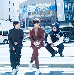 左からSTUTS、岡田将生、BIM。(Photo by seiji shibuya)