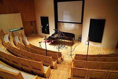 「V.I.P X marasy plays Vocaloid Instrumental on Piano」のレコーディングが行われたホール会場。