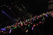 北海きたえーる公演での「走れ!」の暗転シーンでは、ステージ上のメンバーにメンバーカラーの照明が当てられた。