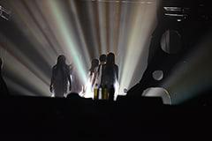 「灰とダイヤモンド」のエンディングでメンバーが光の中に消えていくシーン。