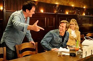 映画「ワンス・アポン・ア・タイム・イン・ハリウッド」撮影中の様子。