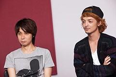 左からNAOTO(G)、YAMATO(Vo)。