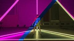 2017年11月8日に実施された「FUTURE-EXPERIMENT VOL.01 docomo×Perfume 距離をなくせ。」の中継映像のワンシーン。それぞれ別の国にいる3人のダンスをリアルタイムで組み合わせている。