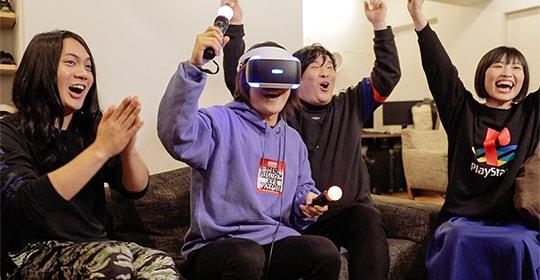 Five Nights at Freddy's VR: Help Wanted」をプレイする岡崎体育とヤバイTシャツ屋さん。