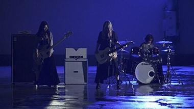 ЯeaL「Unchain My Heart」ミュージックビデオのワンシーン。