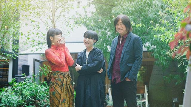 左からコムアイ、Salyu、小林武史。