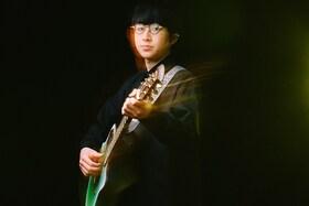 崎山蒼志インタビュー|メジャーデビューを果たした心境や新曲「逆行」の制作背景に迫る