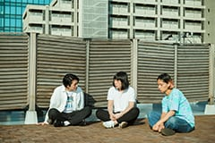 左から金田康平(THEラブ人間)、スネオヘアー、夏目知幸(シャムキャッツ)。