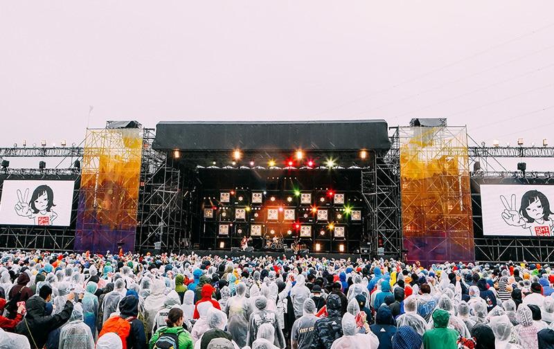 「RISING SUN ROCK FESTIVAL」出演中の1枚。