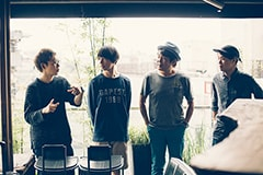 左からatagi(Awesome City Club)、高橋海(LUCKY TAPES)、佐藤竹善(SING LIKE TALKING)、角舘健悟(Yogee New Waves)。